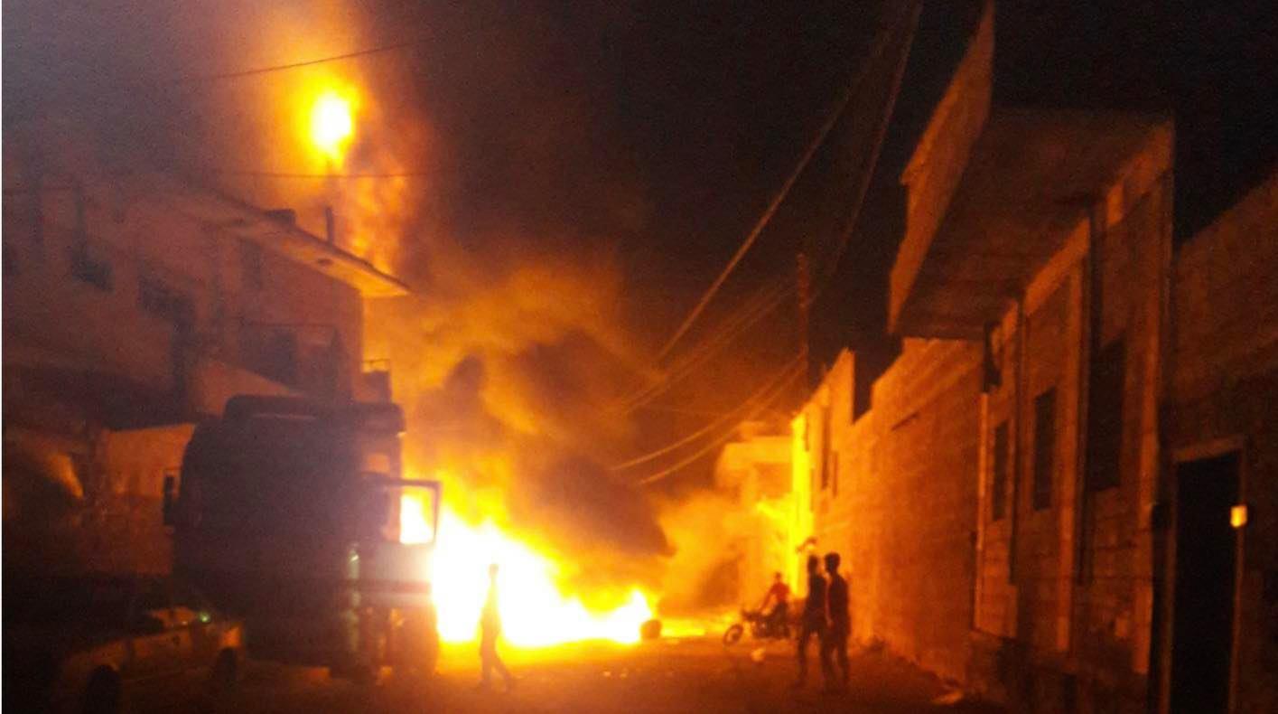Un incendio cerca de la casa de la familia Souad como resultado de un ataque aéreo